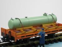 Ladegut 11350 - Kessel grün auf Holzladegestell