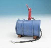 59600 F - Liegendes Ölfass (blau) mit Pumpe im Maßstab 1:22,5