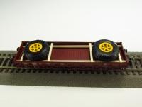 DUHA 11549 A - 2 große Räder auf Holzgestell (Spur H0)