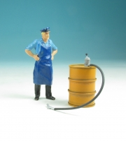 59600 F - Stehendes Ölfass (orange) mit Pumpe im Maßstab 1:22,5